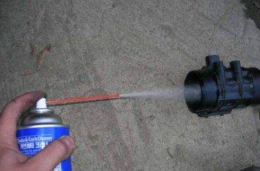 Чистка расходомера карбюраторным очистителем