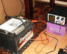 Зарядка автомобильного аккумулятора с помощью ЗУ
