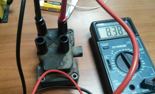 Мультиметр, подключенный к КЗ для проверки