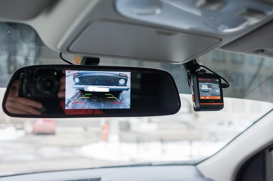 Видео с гаджета на зеркале заднего обзора