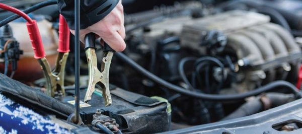 Подключение зажимов для прикуривания двигателя